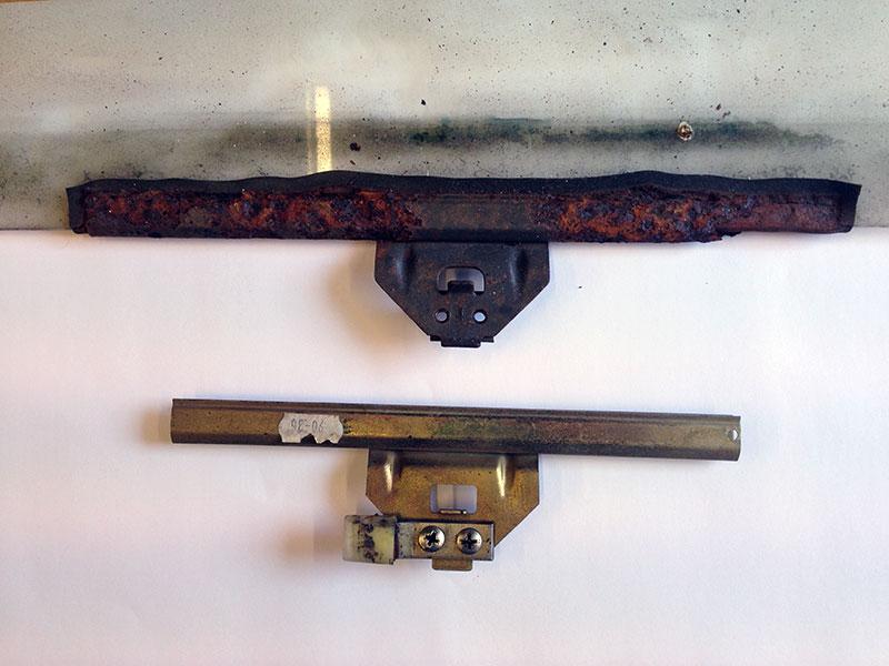 NS Bottom door window clamp